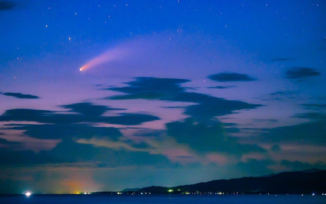 Comet NEOWISE, Nakuhanan ng Litrato ng Isang Netizen